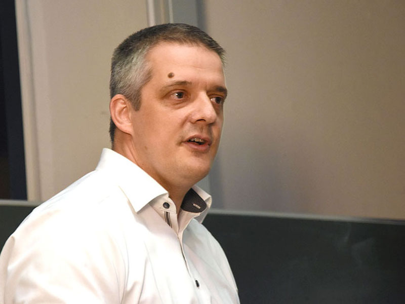 Dr. René Bantes sprach über IT-Riesen. Foto: Christian Fuchs