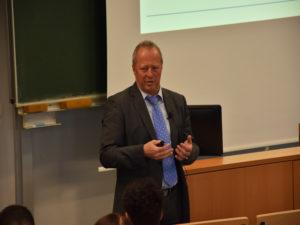 """Gestenreich übermittelte Prof. Lauster seine Informationen und Erkenntnisse: """"Wir müssen uns technisch weiter entwickeln, damit auch kommenden Generationen eine sichere Zukunft haben."""""""
