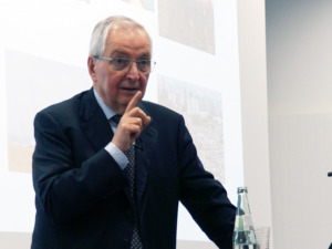 Prof- Klaus Töpfer beim Vortrag über die Agenda 2030. Foto: Pascal Becker
